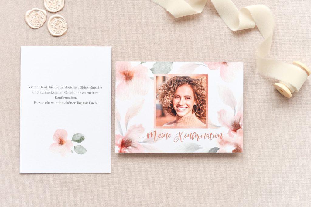 Einladungstext Konfirmation: Karte mit rosa Blumenmuster und Foto