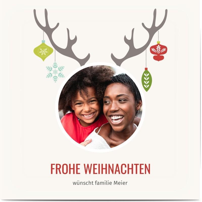 Weihnachtskarte Rentiergeweih - weiße Weihnachtskarte mit Geweih und Christbaumschmuck